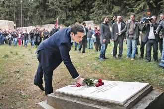 Greece's newly-appointed Prime Minister Alexis Tsipras leaves some flowers on a monument during a ceremony at the Kessariani shooting range site where hundreds of members of the Greek Resistance were executed by Nazi occupation forces during World War II in Athens January 26, 2015. Tsipras laid flowers at the monument following a swearing-in ceremony as Greece's first leftist Prime Minister. REUTERS/Alkis Konstantinidis (GREECE - Tags: POLITICS ELECTIONS)